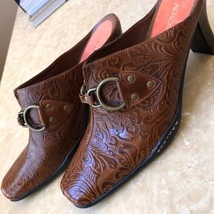 New Aerosoles Leather Embossed Mules Size 9